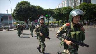 Китайски психар вкара над 50 деца в болница