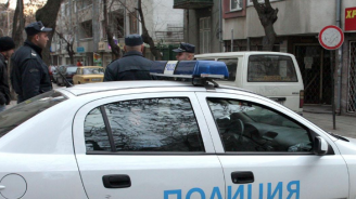 Вижте мъжа, нападнал полицай и избягал от районно управление в Бургас