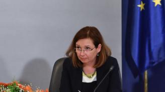 Русинова: Правителството се грижи за децата на България