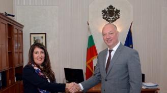 Министър Росен Желязков се срещна с новия посланик на САЩ у нас Херо Мустафа