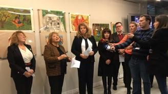 """Вицепрезидентът откри изложба с фотографии и детски рисунки от фонда на """"Знаме на мира"""""""