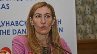 Ангелкова: Ще насърчаване организирания туризъм със специален механизъм