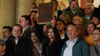 Конституционният съд на Боливия одобри предаването на президентските правомощия на опозиционерката Янине Анес