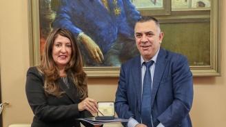 US посланикът положи венец пред паметника на Хаджи Димитър в Сливен