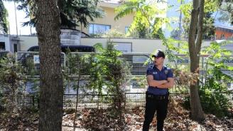 Откриха четиричленно семейство застреляно в дома му в Измир