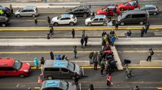Полицията в Каталуния изгони просепаратистките демонстранти от важна магистрала