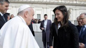 Мария Габриел се срещна с Папа Франциск