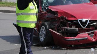 Неправоспособен шофьор предизвика катастрофа и рани мъж