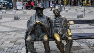 Отмъкнаха бастуна на Пенчо Славейков от статуята в центъра на София