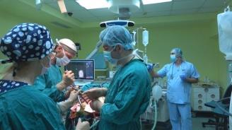 """В УМБАЛ """"Св. Иван Рилски"""" представиха екипа, който отстрани 1 кг тумор от мозъка на мъж"""