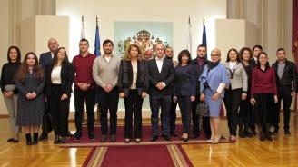 Проблемите и перспективите пред България обсъдиха с вицепрезидента випускници на Академията за социална политика