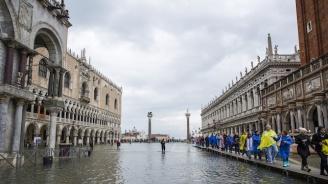 Нова приливна вълна застрашава Венеция