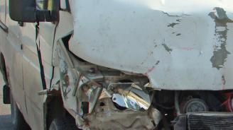 Катастрофа между микробус и кон край Котел, жена е с опасност за живота