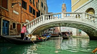 Наводнена Венеция се готви за ново покачване на водното ниво