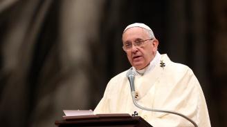 Папа Франциск нахрани 1500 бедни във Ватикана
