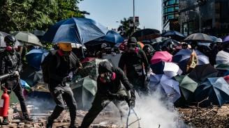 Полицията заплаши с бойни патрони демонстрантите в Хонконг