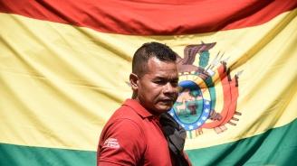 Боливийците се редят на опашки за храна и горива