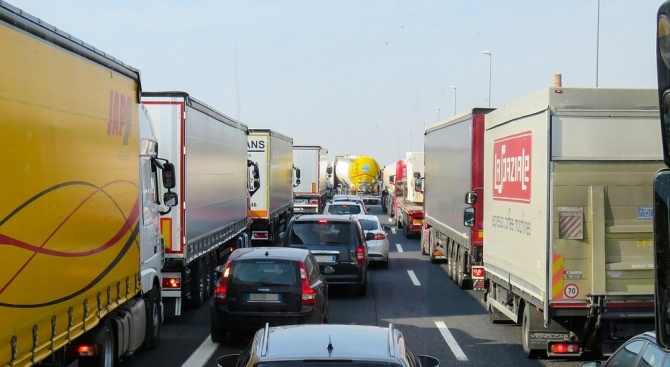 За първи път спирането на тежкотоварните превозни средства ще бъде