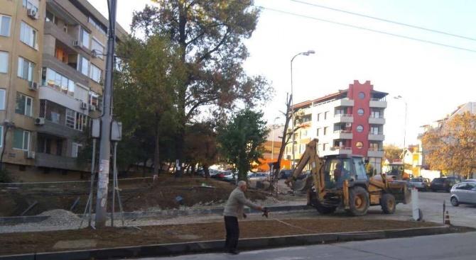 """Пропаднала е част от новоизградена улица във варненския кв. """"Аспарухово""""."""