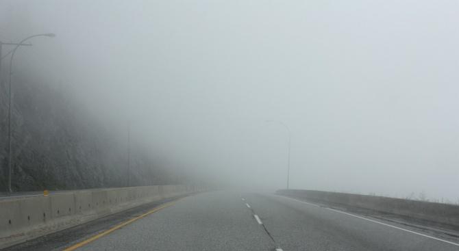 """Внимание! Изключително гъста мъгла на АМ """"Тракия""""посока София. """"Пътна полиция""""временно"""