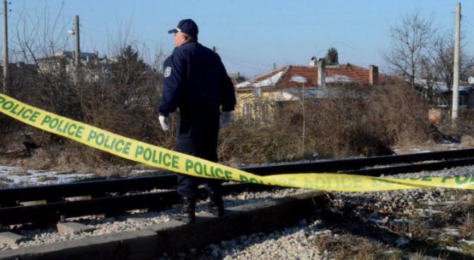 """Влак прегази мъж,лежал на железопътните релси до гара """"Костенец"""""""