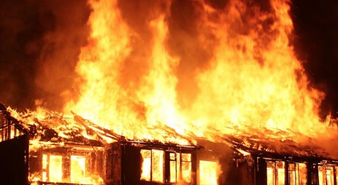 Мъж е загинал при пожар в гр. Земен. Това съобщиха