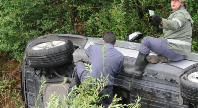 Непълнолетен седна зад волана и катастрофира.Това съобщиха от ОДМВР-Кърджали. 14-годишен