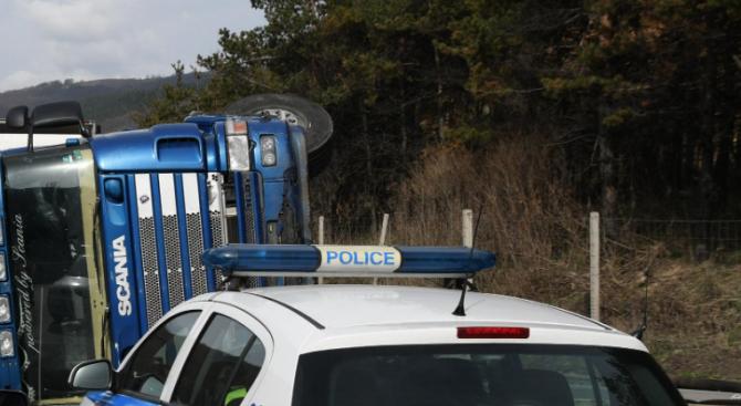 Катастрофа между два товарни автомобила на пътя Плевен - София