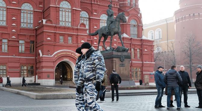 Руската полиция задържа в Москва днес двама екоактивисти, след като