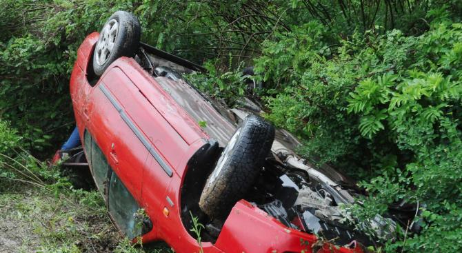 """22-годишна катастрофирала с лек автомобил """"Пежо"""" в района на село"""