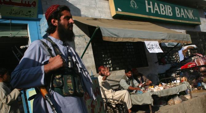 Талибаните казаха днес, че са освободили американец и австралиец като
