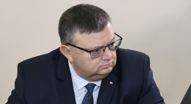 Цацаров е в парламента, причината - не е ясна