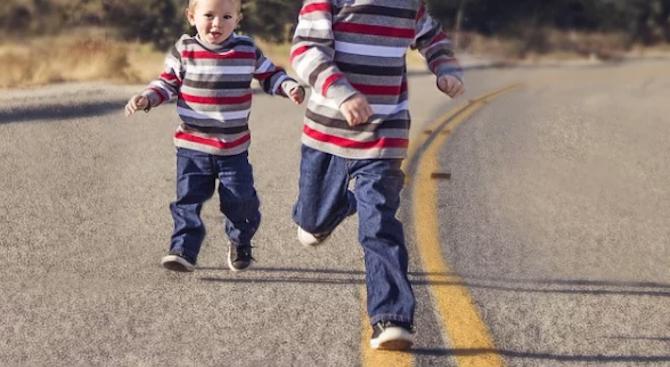 3-годишно дете, изскочило внезапно на пътното плато, е предизвикало катастрофа