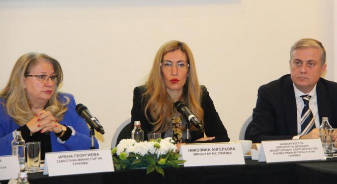 Ангелкова: Започваме дебат за повишаване на минималната застраховка за туроператори