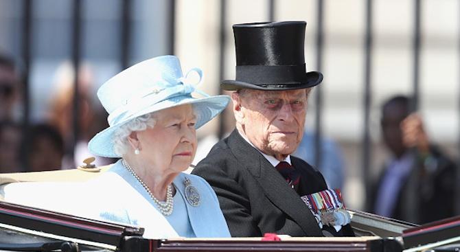 Британската кралица Елизабет Втора и нейният съпруг принц Филип отбелязват