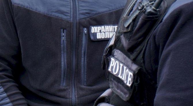 Задържаха четирима нелегални сирийци в автобус на автогарата в Хасково,