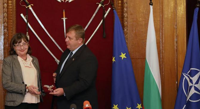 Красимир Каракачанов: Хората, които са служили на България честно и безкористно, са герои