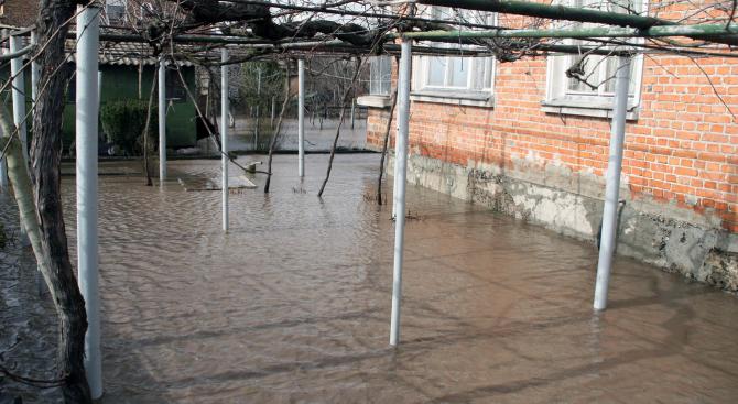 Четири къщи са наводнени в санданското село Ново Делчево от