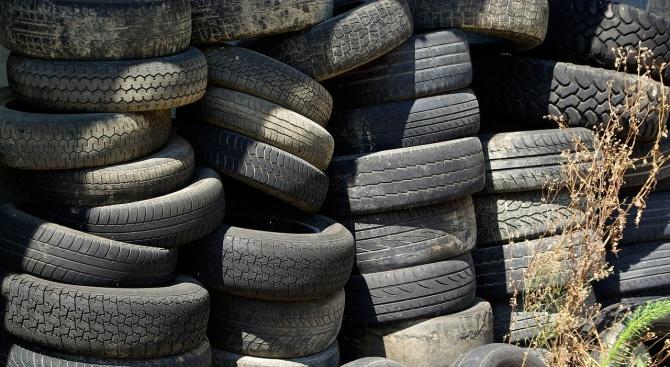 Над 2-3 хиляди стари гуми са били извадени от коритото