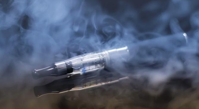 Лекари откриха в белите дробове на 17-годишен канадски пушач на