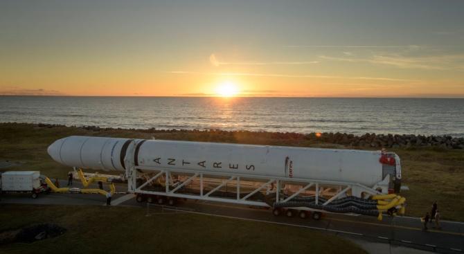"""Първият пълномащабен прототип на космическия кораб """"Старшип"""" на американската компания"""