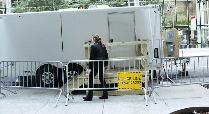 16 имигранти са били открити в пломбиран камион на ферибот,
