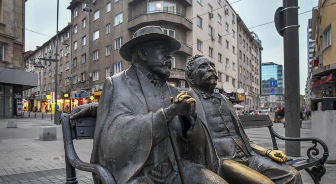 Възстановиха откраднатия бастун от фигурата на Пенчо и Петко Славейкови