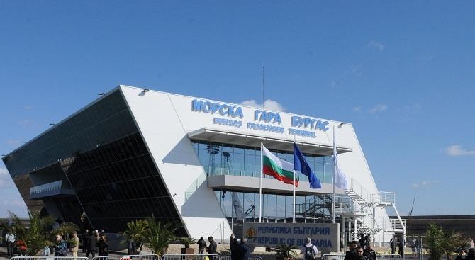 Всички пристанища в Бургас са затворени за маневриране заради силен
