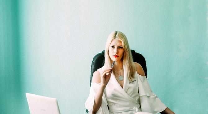 Напоследък сексскандалите по света винаги следват принципа ''мъж на шефска