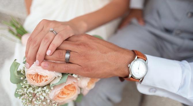 Младоженска двойка се венча по време на самолетен полет точно