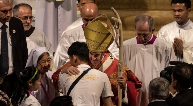 Днес приключва визитата на папа Франциск в Тайланд, откъдето той