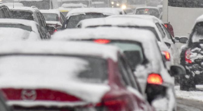 """Мъгла и обилен снеговалеж на магистрала """"Хемус"""" в района на """"Витиня"""""""