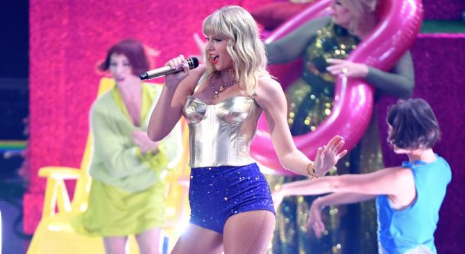 Спорът между певицата Тейлър Суифт и магната от американската звукозаписна