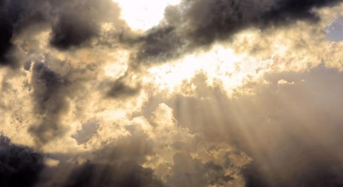 Облачно остава днес времето над страната